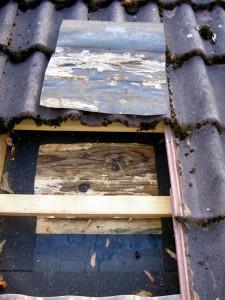 De nombreux défauts dans le pare-vapeur et une sous-couverture trop étanche