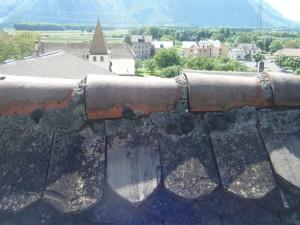 Dégâts dur une couverture avec faîtières cimentées