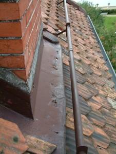 Garniture de cheminée corrodée