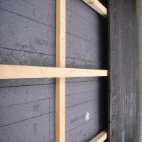 Sous-construction en bois avec le bardage en lames